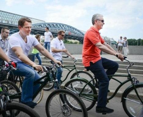 Фотографируемся на велосипедах - зарабатываем на махинациях с закупками вагонов