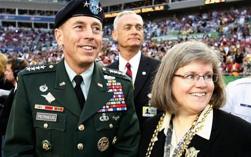 Экс-глава ЦРУ состоит в браке с супругой уже 37 лет (фото: Reuters)