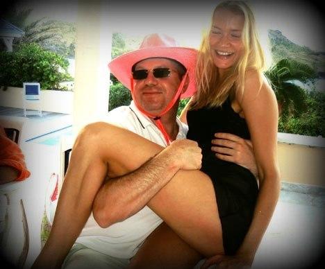 Леонид Рожецкин с женой Наташей Беловой. Фото из газеты Daily Mail (www.dailymail.co.uk).