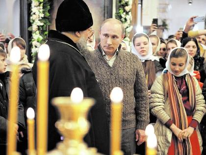 Владимир Путин задержался в храме, чтобы помолиться, на полчаса