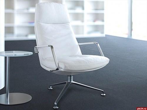 Кресло немецкой фирмы Walter Knoll с обивкой из натуральной белой кожи