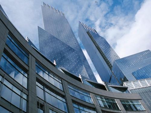 Россияне, многие из которых были связаны друг с другом и в России, приобрели более двадцати квартир в доме Time Warner Center, который представляет собой образец элитной недвижимости Манхеттена Global Look Press