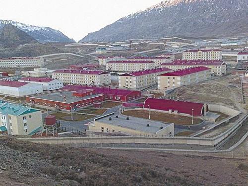 Ботлих. Построенный высоко в горах 300 капитальных строений современного военного городка оказались не востребованы в минобороны. фото: militariorg.ucoz.ru