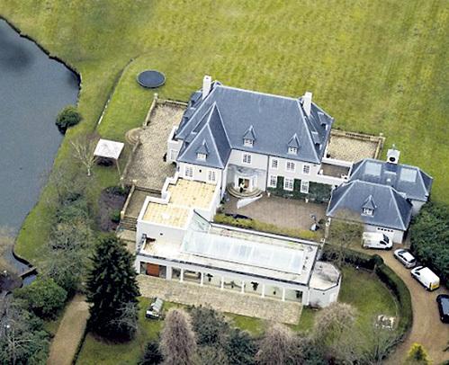 Дом опального магната в английском графстве Беркшир, где, по официальной версии, обнаружили его тело
