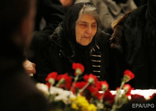 Мама Бориса Немцова 86-летняя Дина Эйдман у гроба сына