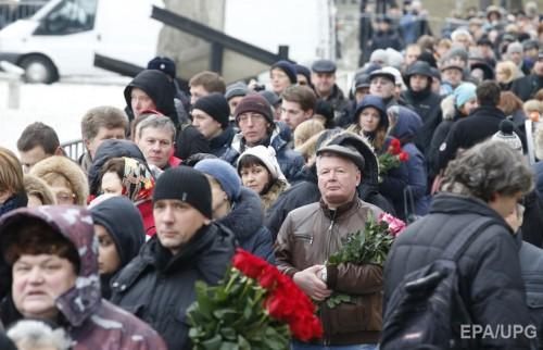 Очередь к Борису Немцову в Центр имени Сахарова была такой же длинной, как траурный марш к месту его гибели два дня назад.