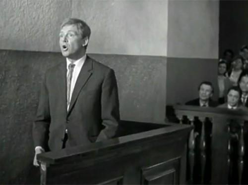 Юрий Деточкин в зале суда. Кадр из фильма «Берегись автомобиля»