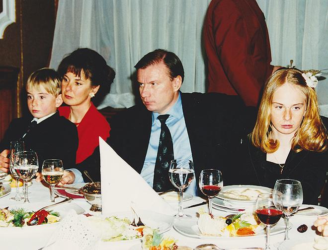 Наталия и Владимир Потанины с детьми (1995)