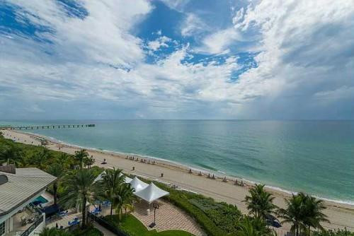 Купленная квартира находится в многоэтажном доме, расположенном прямо у побережья Фото: turnberryoceancolonysunnyisles.com