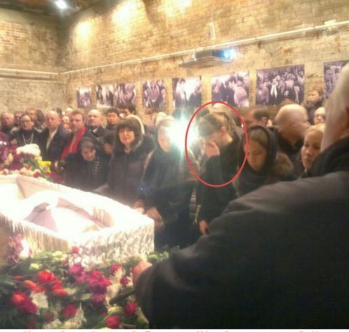 На гражданской панихиде Екатерина Ифтоди стояла у гроба Немцова рядом с его женами, детьми и матерью