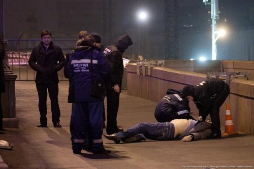Место гибели и тело Бориса Немцова. Фото: politrussia.com