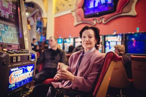 Ольга, пенсионерка из Азова, говорит, что казино — одна из главных радостей в ее жизни.