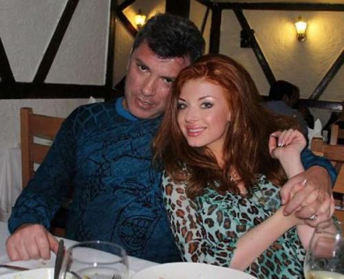 Анна Дурицкая была с Немцовым в момент убийства. Пара гуляла по Большому Москворецкому мосту в центре столицы, когда неизвестные несколькими выстрелами убили Бориса Немцова.