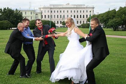 Первым «заданием» «Форус-групп» была работа над интерьером и отделкой офиса крупнейшей страховой компании «Согаз» в Санкт-Петербурге в 2008 г