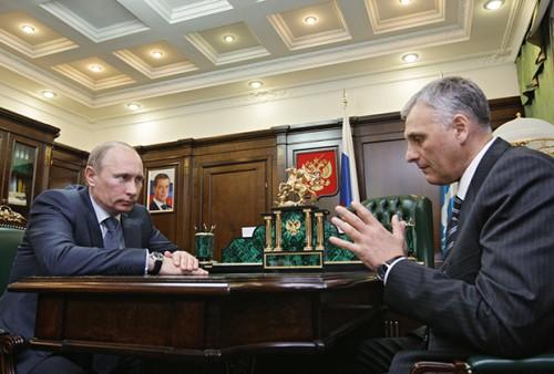 Владимир Путин во время рабочей встречи с Александром Хорошавиным Фото: Алексей Дружинин /РИА