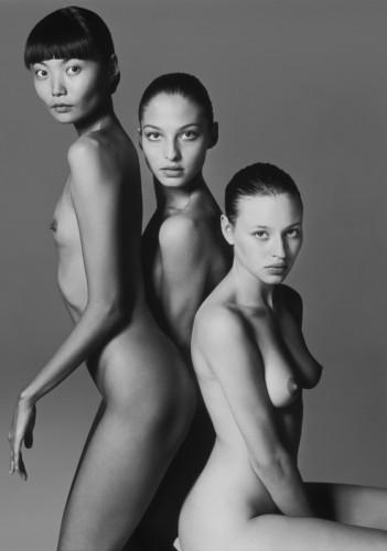 Татьяна Завьялова (справа) — одна из первых российских моделей, которая снялась в календаре Pirelli (1997)