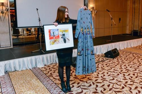 Платье, сшитое по эскизам Ренаты Литвиновой, за 100 тысяч рублей купил Данила Козловский