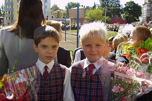 Данила в детстве (слева)