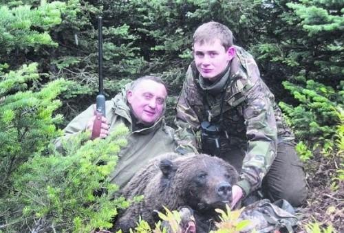 Папа с сыном на охоте