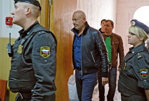 Александр Сабадаш конвоируется в судебный зал для оглашения приговора. Фото: Лента.ру