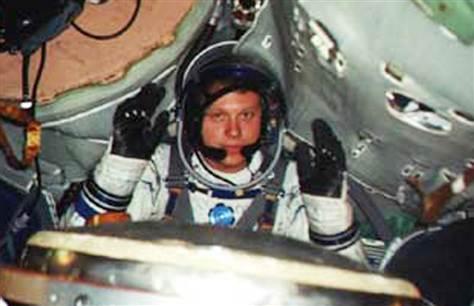 В 2002 году Сергей Полонский засобирался в космос, решив стать космическим туристом на МКС (тогда только стартовала соответствующая коммерческая программа). Он даже прошел подготовку в NASA и в Центре подготовки космонавтов им. Гагарина в Звездном городке. Однако полет не состоялся: Полонский остался на Земле, так как не сошелся в цене с организаторами проекта (он утверждал, что готов заплатить за полет $8 млн). А год спустя, когда Полонский собирался выложить уже $13 млн, медицинская комиссия забраковала бизнесмена из-за слишком высокого роста.