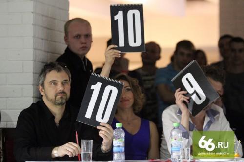 За весь вечер Лошагин не произнес ни слова. Времени на это у членов жюри практически не было: только и успевай поднимать таблички с баллами.