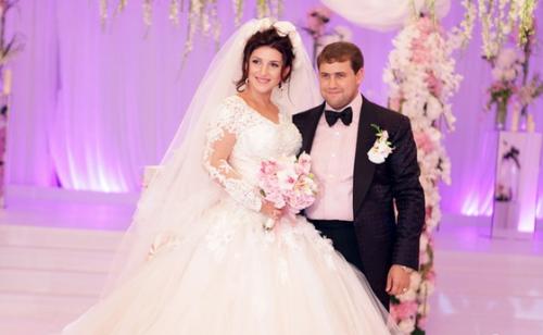 Выходила замуж за Шора Жасмин в свадебном платье ZuhairMurad, расшитом драгоценными камнями (цена по запросу)