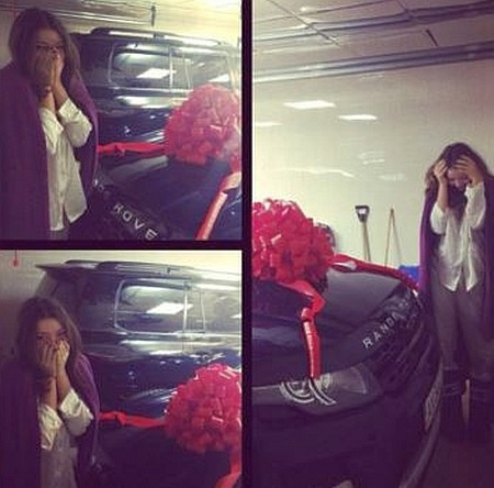 Сестры Анастасия и Дарья Ершова, любят роскошные автомобили. Фото: Соцсети