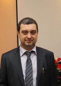 Максим Макин начал свой трудовой путь в унылой коммунальной сфере — с низшей инженерной должности в компании «Теплоэнерго»