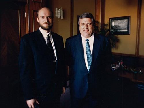 Самые близкие отношения, по словам Пугачева, сложились у него с Павлом Бородиным, который в 1993 году был назначен управляющим делами президента (Бориса Ельцина)