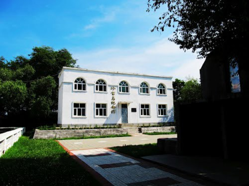 В этом здании на территории бывшего российского острова китайские пограничники теперь принимают присягу