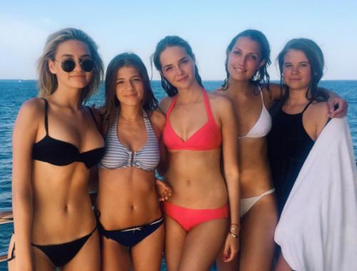 Анна Табакова с подругами возле Сен-Тропе