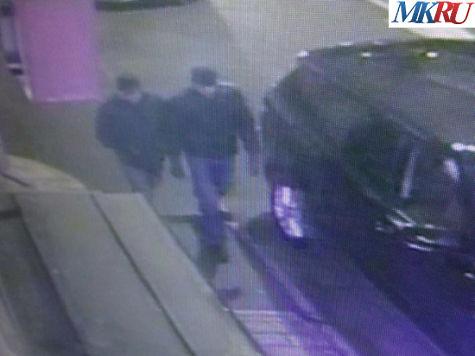 Подозреваемые проходят по улице Большая Молчановка к улице Новый Арбат. Фото: МК
