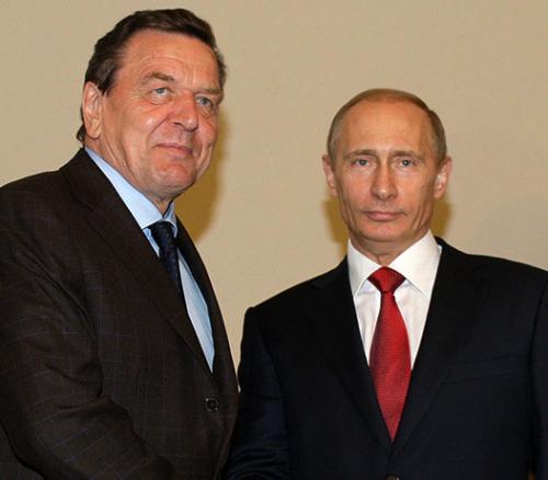 Владимир Путин продолжает поддерживать дружеские контакты с Герхардом Шредером и после его отставки с поста канцлера, последовавшей в 2005 году.Фото: Reuters