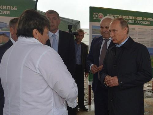 D конце прошлой недели Владимир Путин побывал в Хакасии с проверкой строительства домов для погорельце./Фото: Пресс-служба Президента России