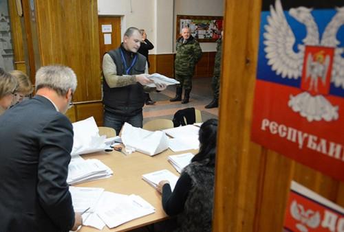 Подсчет голосов в Донецкой народной республике.  Фото: Станислав Григорьев / ТАСС