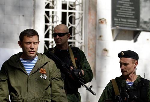 Александр Захарченко опирается на самую реальную силу в республике.  Фото: Darko Vojinovic / AP