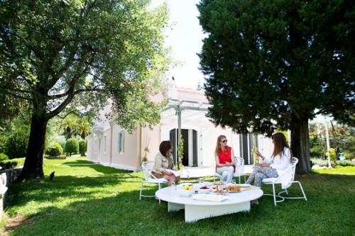 Знаменитый «Розовый дом» на острове Скорпиос, где Екатерина устраивает вечеринки для друзей