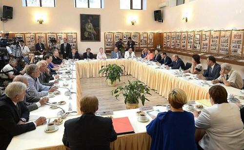 Встреча президента страны с работниками культуры Крыма состоялась в Доме-музее А.П. Чехова в Ялте.