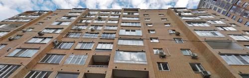 В многоквартирном доме в Большом Тишинском переулке, д. 12 у режиссёра доли в двух соседних квартирах