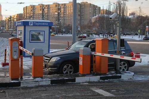 В системе оплаты парковок в Москве периодически случаются существенные сбои. Фото: Е. Разумный / Ведомости