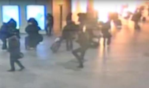 Момент взрыва смертника в аэропорту «Домодедово» / кадр с камер наблюдения