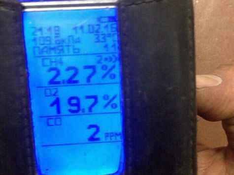 Снимки датчиков метана, сделанные одним из шахтеров 11 февраля в 21.06 и 21.22. На них видно, что концентрация газа за 15 минут увеличивается вдвое — до 2,55 процента, что на четверть превышает норму. Фото: соцсети