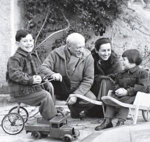 Пикассо в кругу семьи