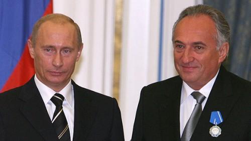 Структура владельца девелоперской компании Coalco миллиардера Василия Анисимова получила лицензию на использование товарного знака «Путинка».