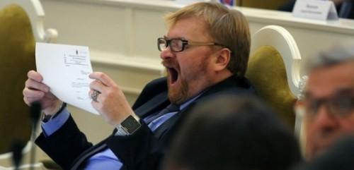 Виталий Милонов подготовил законопроект, который разрешит городским депутатам не обнародовать источники доходов на дорогие покупки. Фото: Михаила Масленникова.
