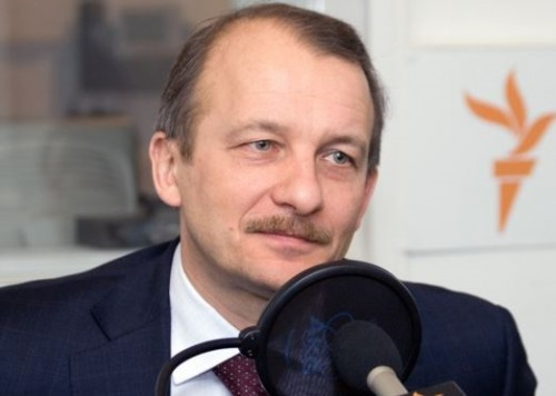 Насколько нам известно, Сергей Махлай перехватил управление пакетами, которые раньше были записаны на офшоры, управлявшиеся в пользу отца