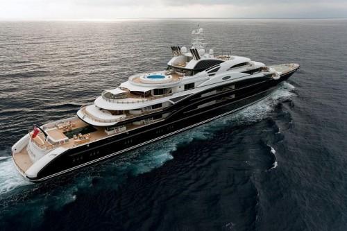 Юрий Шефлер сдавал свое семипалубное судно «Serene» длинною 133,9 метра  напрокат за €3,75 млн евро в неделю
