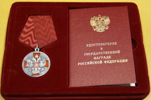 """По сообщению """"Политики.ру """", такую коммерческую услугу предлагает Российская геральдическая палата, офис которой, как и положено,  находится в самом центре Москвы  в Никольском переулке,  в одном здании с приемными полномочных представителей президента в федеральных округах."""