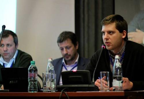 Некоторые российские активисты, в числе которых председатель подмосковного ВООПИиК Евгений Соседов, пытаются очернить бренд ОНФ. Евгений Соседов (справа)